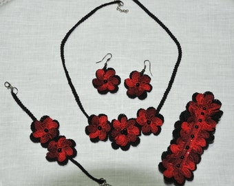 Parure to crochet with colorful flowers