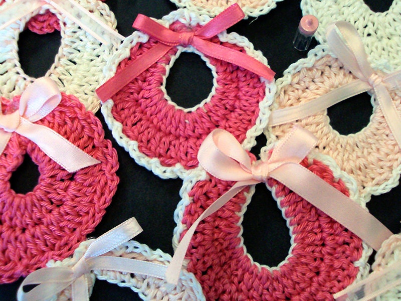 Simple Crochet Pattern For A Baby Blanket : Baby Shower favors/Baby shower souvenirs/Bibs for