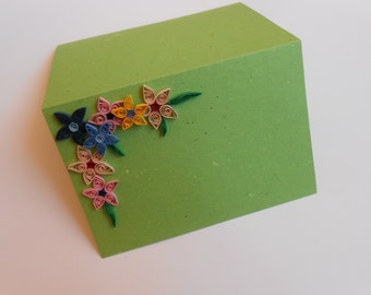 Quilled greeting card: flowers