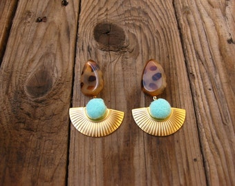 Seashell Pompon Speckled Earrings