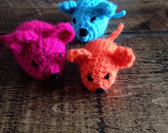 Cheeky little crochet mouse. Amigurumi