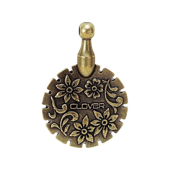 Thread Cutter Pendant ~ Antique Gold by Clover CL455