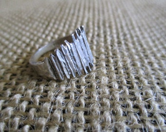 Sterling Silver Ring with Patterned Middle, size 6