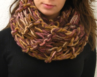 Warm multicolor neck warmer for everyday occasions! EGST