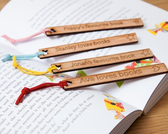 """Geschenk für ein Booklover - eine personalisierte hölzerne Bookmark """"In Your Own Words"""" - schönes Geschenk für Kinder - literarische Geschenk für Buch-Liebhaber"""