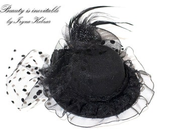 Black Mini Top Hat, Hat for parties, Felt mini top hat with lace, feathers and netting