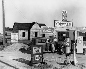 "Dorothea Lange Photo ""Riverbank Gas Station"" 1940"