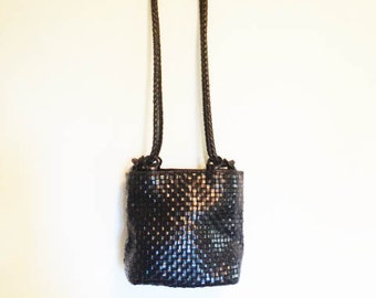 Vtg 90s Woven Leather Bucket bag// Black leather purse// M