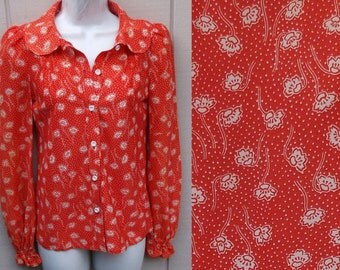 Vintage 70s Red Floral Blouse with Peter Pan Collar / Button up shirt / Sml  -  Med