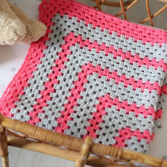 Soldes couverture b b crochet carr gris clair par diabolokiwi - Carre crochet pour couverture bebe ...