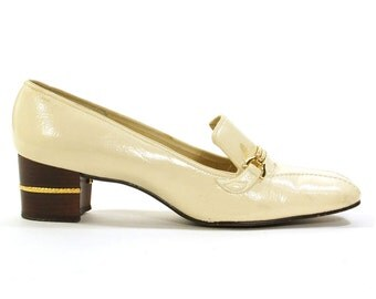 Creme Patent Leather Loafers / Vintage 1960s / Women's Size 10