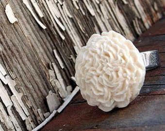 Flower Ring, White Carnation, Gothic Victorian Big Ring, Bridesmaids Gifts by Smash Gardens on Etsy, Bridesmaids Gifts, Woodland Wedding