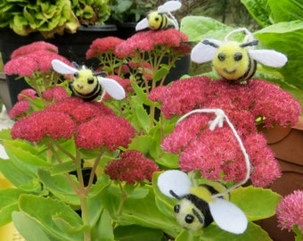 Needle-Felted honey bees will not sting