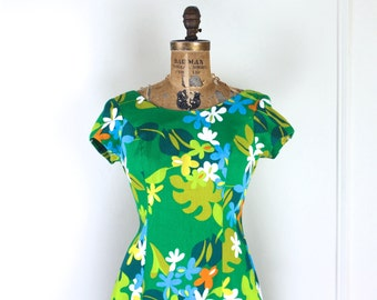 1970s green tropical Hawaiian maxi dress - sun dress, hostess gown, island princess, tiki party, rockabilly - vintage size 12, large