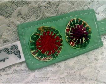 FIVER FRIDAY Keyring  - Green Chintz Fabric keyring - handmade wool applique, penny rug,green
