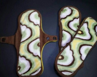 9 inch minky topped boostable cloth pad in green swirl