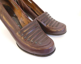 40s shoes / Button Button Vintage 1940's Chocolate Shoes