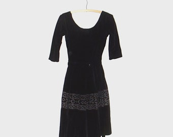 1950s sheath dress / 50s dress / extra small xs / Black Velvet Embroidery Jonathan Logan Dress