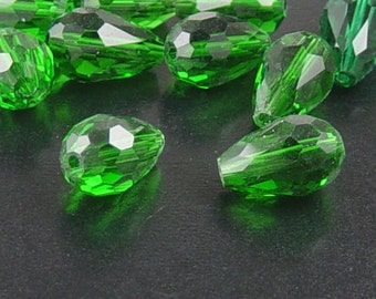 CLEARANCE Glass Beads 10 Fern Green Teardrop Faceted Drop 15mm x 10mm (1021gla15-20)os
