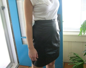 High Waisted Black Leather pencil skirt size small medium 9/10