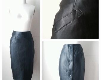 Vintage Black Leather Skirt / Vintage Black Pencil Skirt /  size 6 / size S