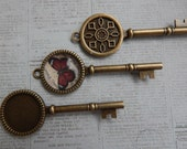 10 Vintage Style Key Cabochon Settings / Pendant Trays for 20mm Cabochons Antique Bronze / Brass