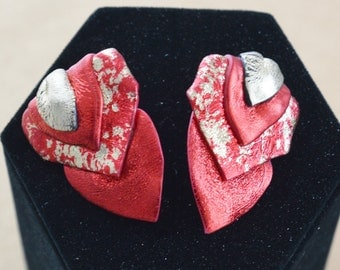 "Pretty Vintage Red, Gold ""Friendly Plastic"" Heart Pierced Earrings, Valentine's Day (I13)"