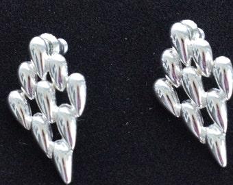 Pretty Vintage Silver tone Link Pierced Earrings, Napier (T16)