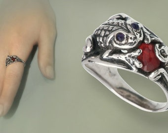 Silver Frog Ring with natural stones  by Artleah.