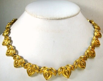 Bright Matte Gold Floral Link Necklace  Unused 1980s,  Sweet Classic Circle Necklace,