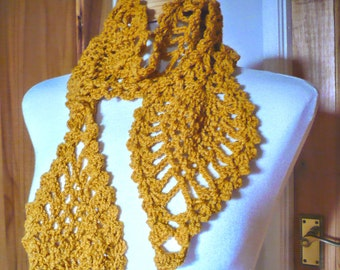 Pineapple Scarf in colors of a Rich Gold