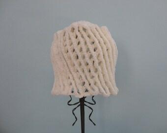 VINTAGE winter white crochet BEANIE HAT