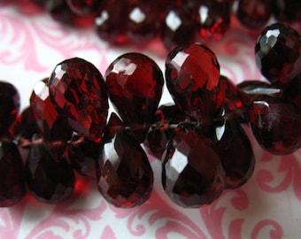 2-10 pcs, GARNET Teardrop Drop Briolettes Beads, Mozambique Garnet, Luxe AAA, 8-9 mm, Burgundy, January birthstone mg89 solo
