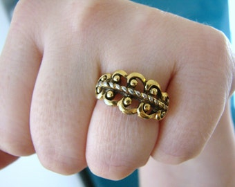 Vintage AVON gold feather/ leaf ring-size 5 to 9