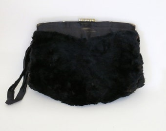 WITCHY VIBES // real fur black 1940s or 50s clutch with unique clasp