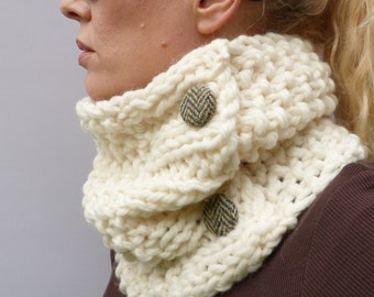 READY TO SHIP Womens Cowl Scarf, Cream Handknitted Chunky Cowl, scarf, neckwarmer 100% merino wool