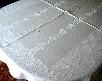 "DAMASK TABLECLOTH Vintage White Sleek Damask Large & Smaller Daisies 63"" Daisy Flowers"
