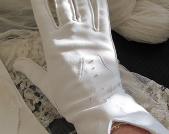 Vintage Ivory Ladies Nylon Wrist Gloves - Mr John Brand