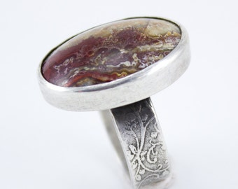 Crazy Lace Cocktail ring with garden vine band Golden Red color Size 9