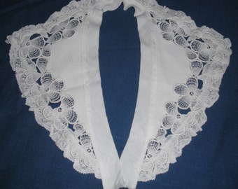 SIXTIES V-NECK COLLAR - Great Vintage Accessory - Trimmed With Lace - Great on a Dress or Sweater