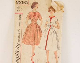 Vintage 1950s Simplicity Junior and Misses' one piece Dress Pattern 3392
