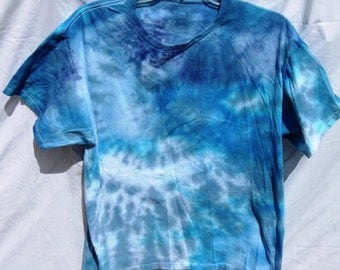 T-SHIRT ADULT LARGE Tiedye Shades of Blue and White