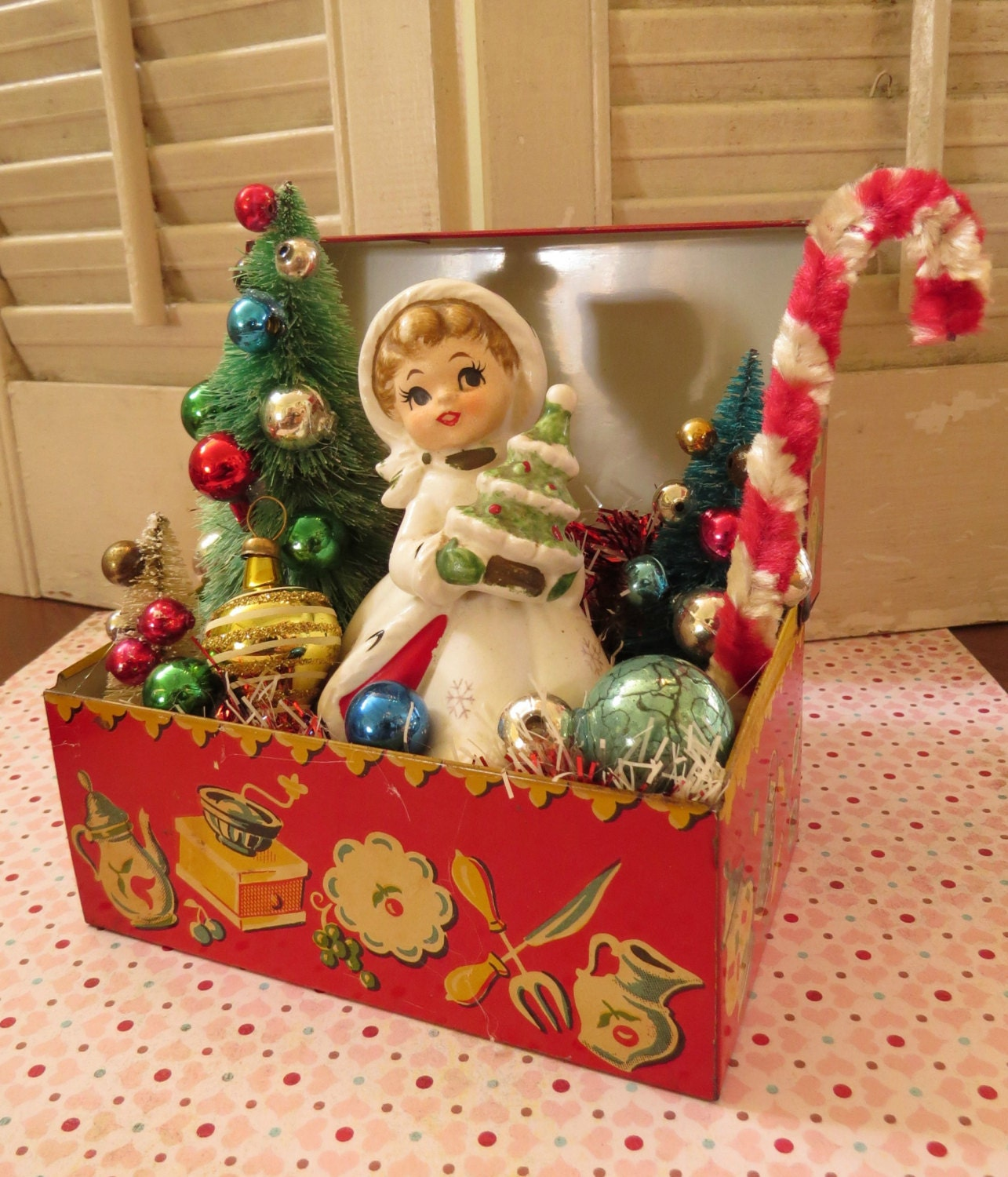 Vintage CUTE Tin Recipe Box With Vintage Christmas Delights