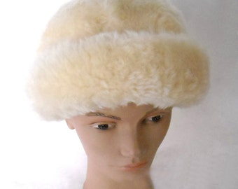 vintage 60'S fabulous cream colored ultra soft fur hat with thick rolled brim