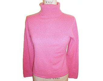 Vintage 1990S  Amicale  Cashmere Turtle Neck Sweater Size Medium Salmon Pink