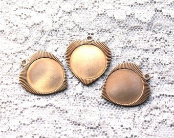 3 Brass 1960s Vintage Heart Pendant // 50s 60s Engraved Heart Stamping // NOS Jewelry Craft Supply // Sweetheart