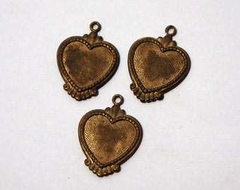 2 Brass 1950s Vintage Heart Pendant // 40s 50s Cameo Settings Heart Stamping // NOS Jewelry Craft Supply // Sweetheart