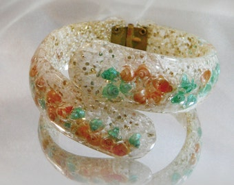 Vintage Confetti Lucite Bypass Clamper Bracelet. Peach Orange Mint Green Seashells. 1950s Silver White Glitter Bracelet.