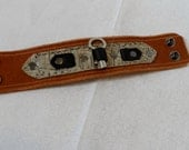 Deluxe Key Band - Tan and White Alligator, 8 Inches