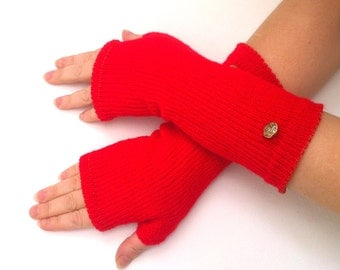 Fingerless gloves   with buttons  Hand knit gloves
